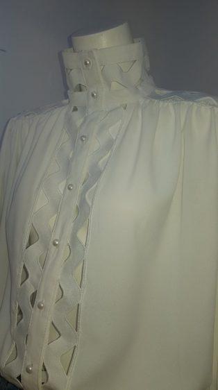 Jus de Pom – High Neck Lattice Applique Blouse – White