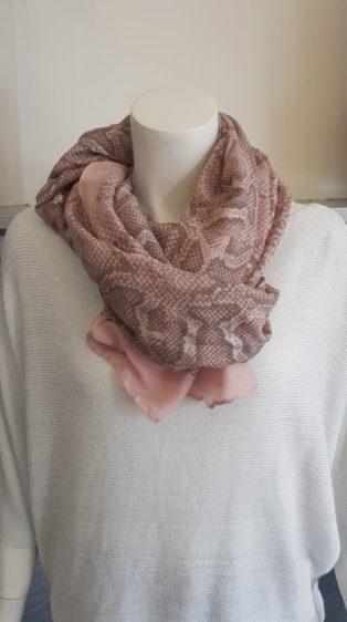 Reevo – Snake Print Scarf – Pink