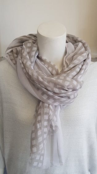 Reevo – Scarf – White Squares with Grey