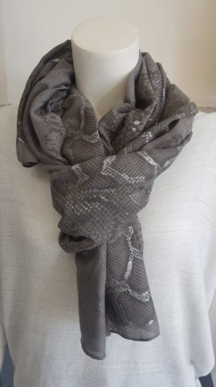Reevo – Snake Print Scarf – Grey