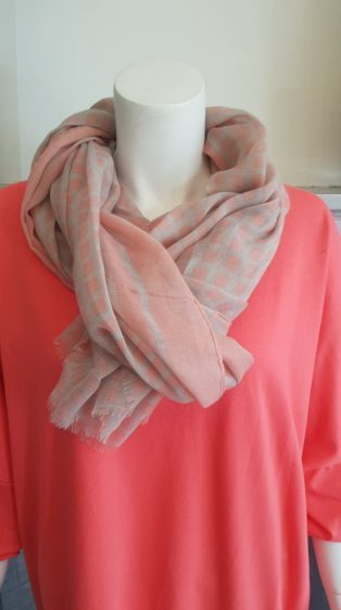 Reevo – Scarf – Pink Squares with Grey
