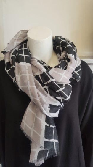 Reevo – Scarf – Black/Taupe & White Squares