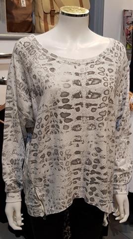 Diverse – Dora Leopard Print Top –  Silver