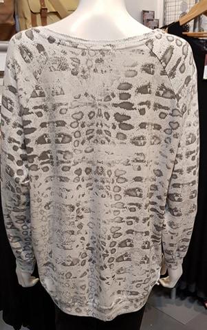 Diverse – Dora Leopard Print Top –  White