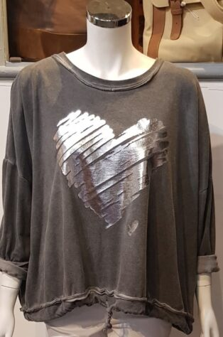 Diverse – Dulcie Double Heart Sweat Top – Distressed Grey