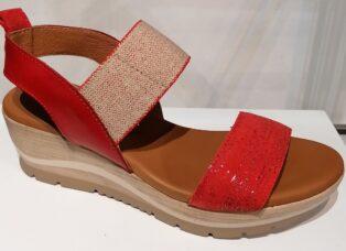 Paula Urban – Galaxia Bangla Wedge Sandal – Red