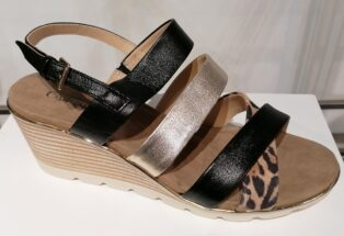 Caprice – Leo Comb Wedge Sandal – Black with Gold and Animal Print