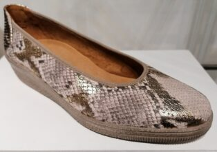 Gabor –  Low Wedge Casual Snakeprint – Gold